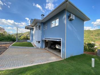 Casa nova de alto padrão á venda